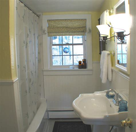 window in bathroom bathroom with windou haammss