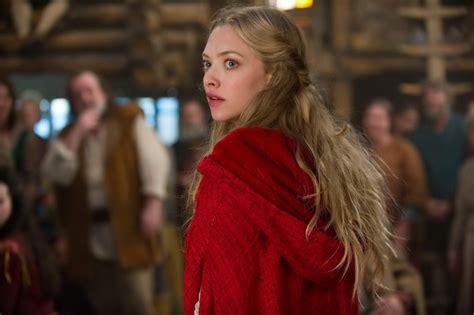 amanda seyfried wolf movie red riding hood trailer 2 filmofilia