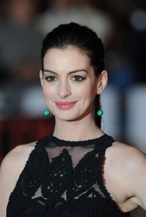 anne hathaway wallpapers images photos pictures backgrounds
