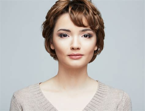 oval shaped face curly haircuts for regular people flattering pixie cuts for round faces medium hair styles