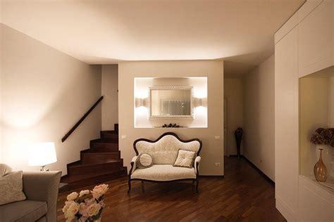 pareti illuminate arredamento classico contemporaneo per il soggiorno