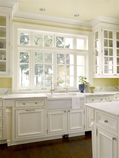 kitchen yellow walls white cabinets 25 best ideas about pale yellow kitchens on pinterest