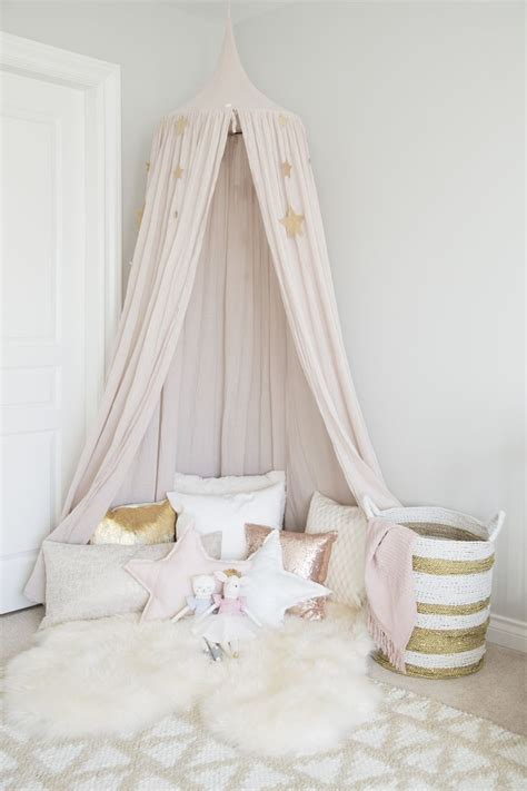 little girl canopy beds 25 best ideas about little girl rooms on pinterest