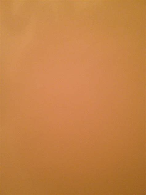 what color that goes with peach wall