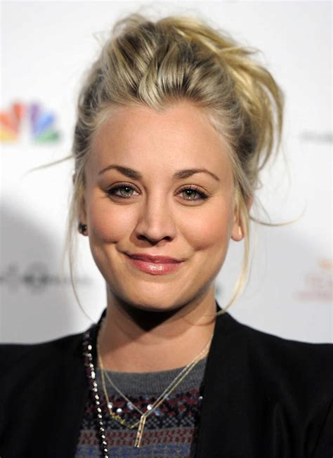 penny big bang theory hair messy bun penny big bang theory big bang theory pinterest