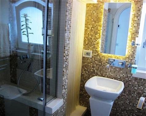 centro benessere con vasca idromassaggio in minipiscina idromassaggio in luxury suite con