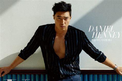 Majalah Korean Drama daniel henney terlihat di majalah fashion