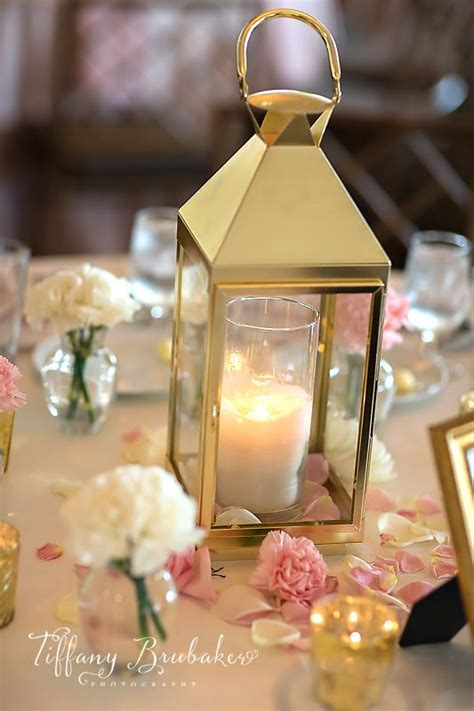 Lanterne De Table by 25 Best Ideas About Gold Lanterns On Table