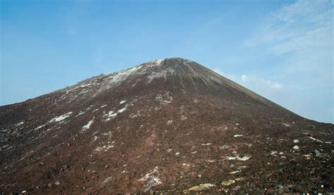 membuat gelang anak gunung snorkeling santai dan pendakian anak gunung krakatau
