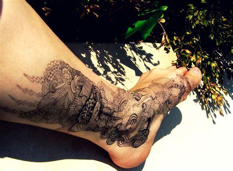 tato keren di kaki 8 tato paling keren yang bakal membuat anda tertipu