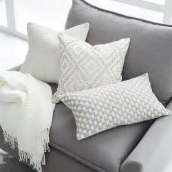 Throws And Pillows For Sofas 25 Best Ideas About Grey Couches On Gray