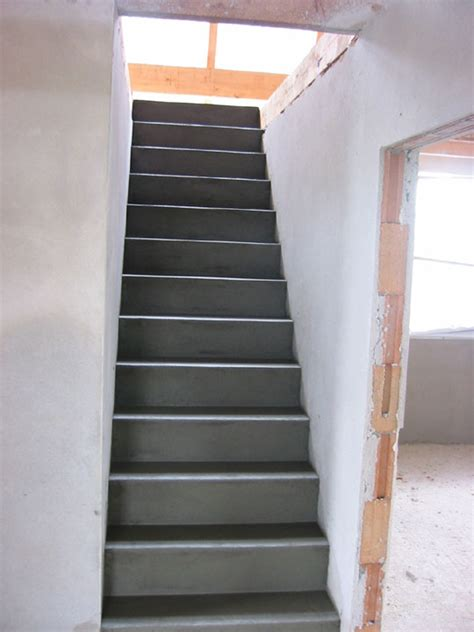treppe zum spitzboden stuwe betontreppe treppen rohbau