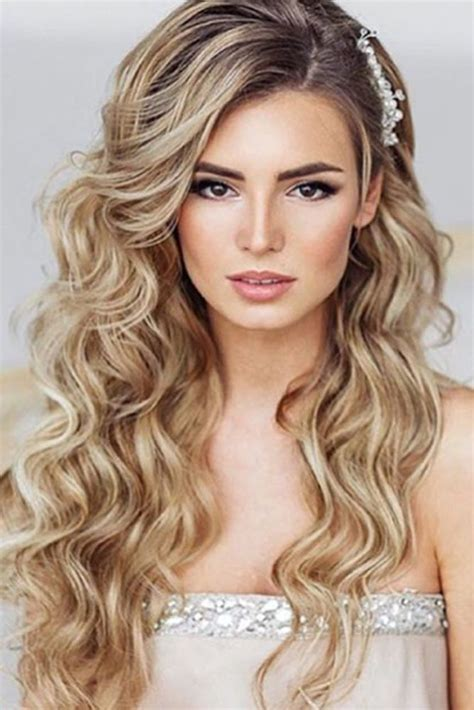 Hairstyles For Hair For Homecoming by 17 Best Ideas About Prom Hairstyles On Hair