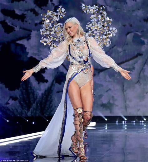 s runway secret karlie kloss wows in the s secret fashion show