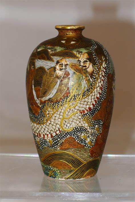 vasi satsuma antiques atlas pair 19th c japanese satsuma vases