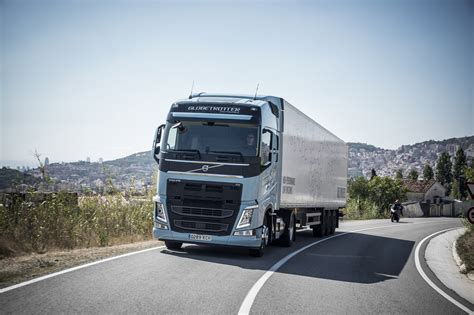 new truck volvo volvo trucks new gas trucks cut co2 emissions by 20 to 100