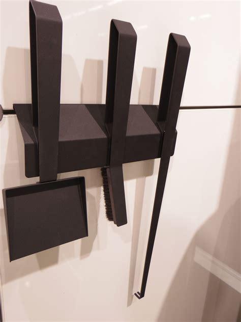 kaminbesteck design kaminbesteck edge 3 schwarz mit wandhalterung