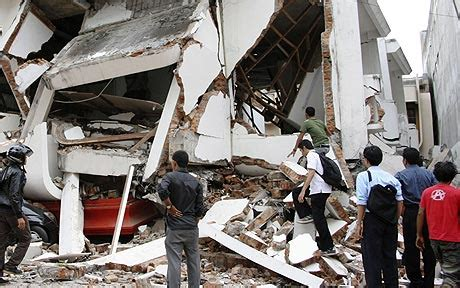 earthquake just now in indonesia up to 1 000 killed and more trapped by earthquake in
