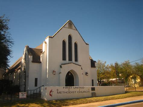 Awesome Churches Abilene Tx #2: First_United_Methodist_Church_of_Laredo%2C_TX_revised_photo_IMG_2005.JPG