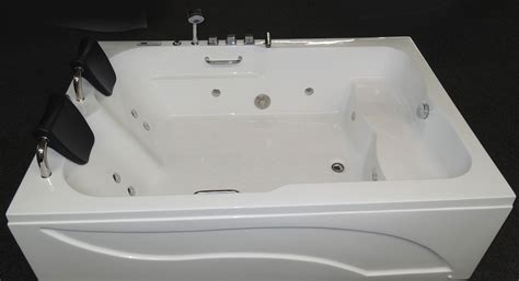 two person whirlpool bathtub 2 person deluxe computerized whirlpool jetted bathtubs