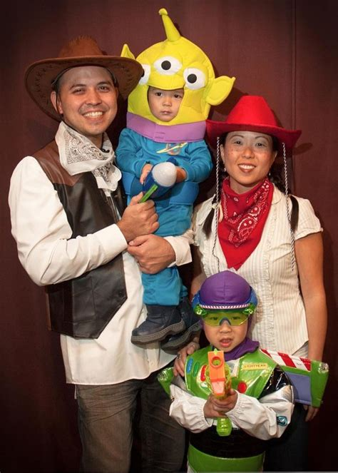 hot clever halloween costumes 59 family halloween costumes that are clever cool and