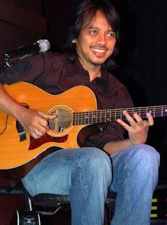 cara bermain gitar lagu ibu iwan fals sekilas tentang musisi tana air muhammad azni