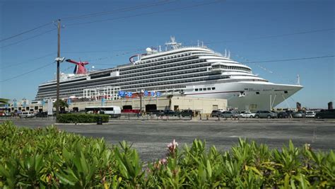 Car Rental In Galveston Port by Cowes Isle Of Wight Uk September 02 2014 Cars Embark