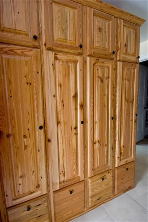 yellow pine kitchen cabinets photo 9295 southern yellow pine cabinets these