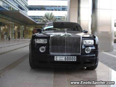 roll royce dubai rolls royce phantom spotted in dubai united arab emirates