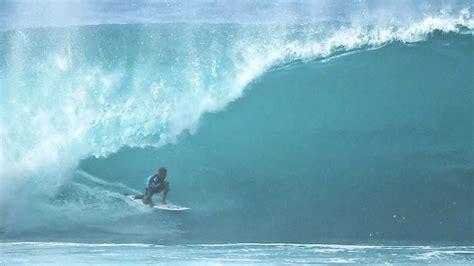 kelly slater surfing pipeline kelly slater tube at pipeline youtube