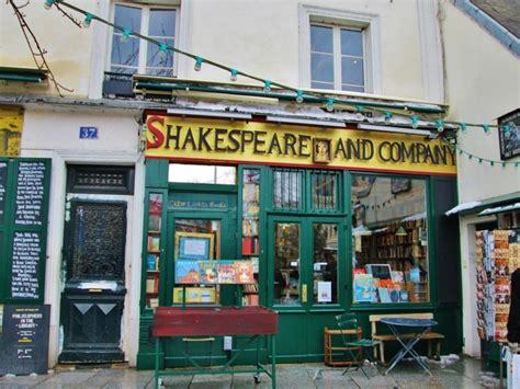 scaffali in inglese tra i vecchi scaffali di shakespeare company cct seecity