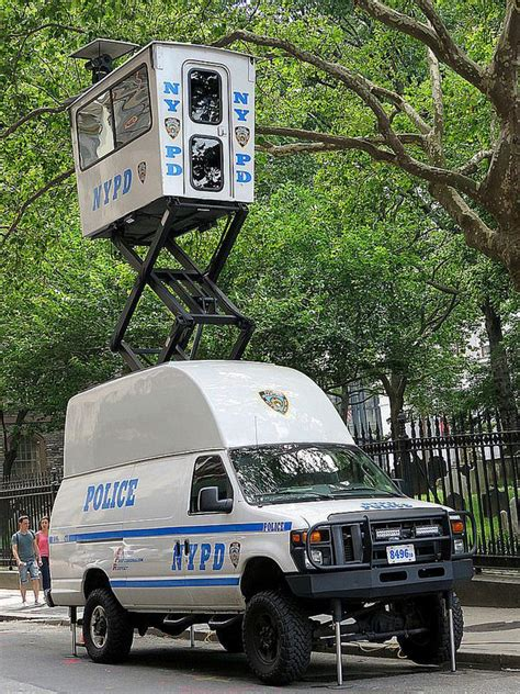 Senter S W A T nypd tactical vehicle armored swat tactical
