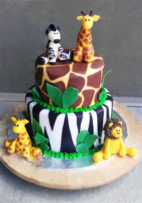 jungle themed birthday cake 25 best ideas about safari cakes on pinterest jungle