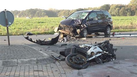 Motorrad Tote Deutschland by Vechta Bei Bremen Vw Sharan Prallt In Zwei Biker Zwei