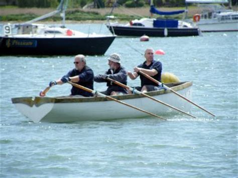 boat with four oars and three rowers rowing for pleasure hamble river raid