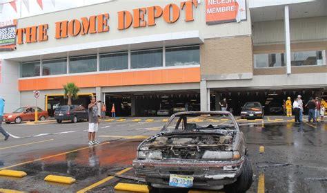 arde auto en el estacionamiento de home depot colima