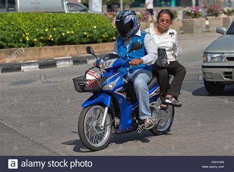 Motorrad Transport Mit Fahrer by Motorcycle Taxi Thailand Stockfotos Motorcycle Taxi