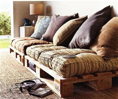 pallet furniture couch upcycling a pallet couch 101 pallets