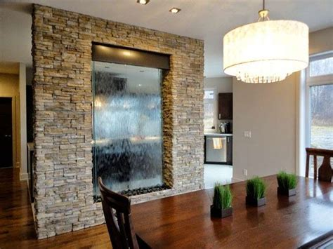 muri d acqua per interni decorare pareti interne in pietra idee living