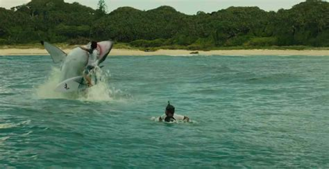 the shark in the here s how they create the shark in the shallows film geek guy