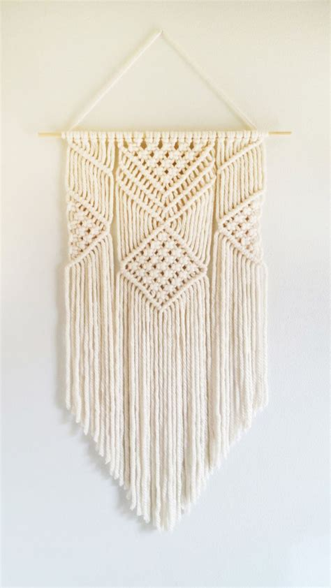 Wall Hanging Tutorial - 25 best ideas about macrame wall hangings on