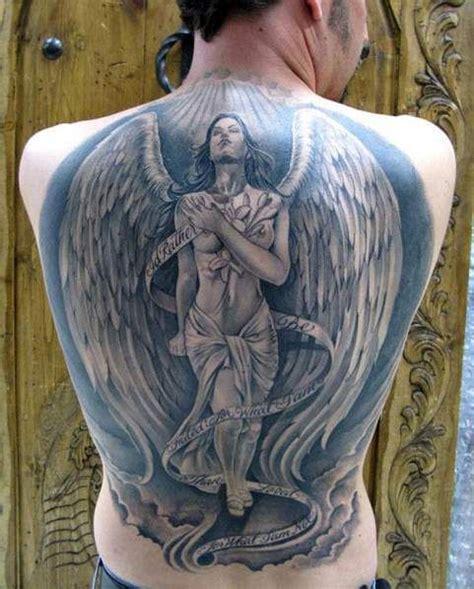 duży anioł tatuaże na plecach