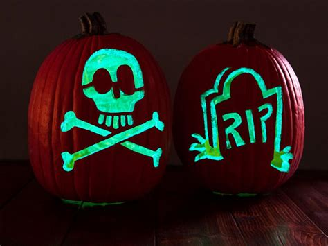 glow in the paint on pumpkins unique pumpkin decorating ideas diy
