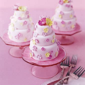miniature cakes and wedding cake 60 miniature cakes plus a mini wedding cakes wedding cakes