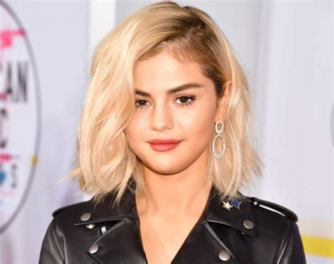 selena from bring it new hair selena gomez amas red carpet debuts blonde hair but no