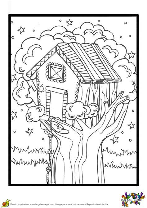 Dessin à colorier d'une cabane de jeux construite dans un
