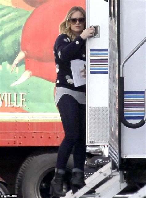 Give Hilary A Of Your Mind On by Hilary Duff Reports To The Raising Set For