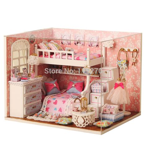 2015 new arrive diy wood dollhouse miniature puzzle model