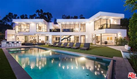modern mansion 9 995 million newly built modern mansion in los angeles ca homes of the rich