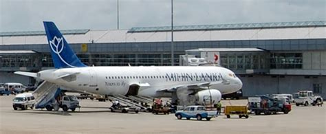 file mihin lanka airplane at bandaranaike international airport jpg wikimedia commons